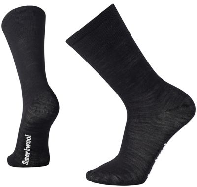This ultra-light, non-cushioned sock provides a close, lightweight fit that acts as your second skin to minimize friction and blisters. The flat knit toe seam guarantees comfort.